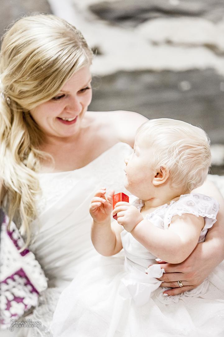 Jenna-Maaria Kuronen, +35840 7412494, valokuvaaja@jenna-maaria.com
